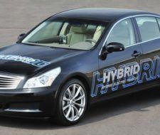 Nissan presento a su primer coche híbrido y a uno totalmente eléctrico