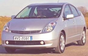 Toyota abarataría el Prius II, para venderlo como un híbrido económico