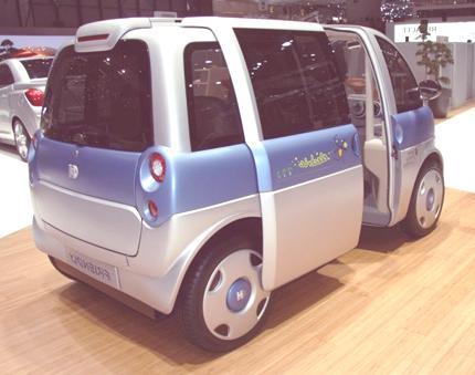 friendly-electric-urban-car-02-1024x682
