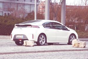 Opel-Vauxhall-Ampera-EV-7