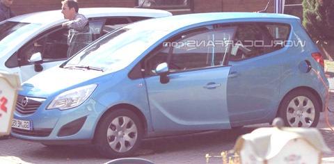 opel-meriva-electrico-espia-3