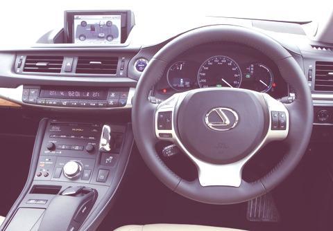 Lexus-CT_200h_2011_04