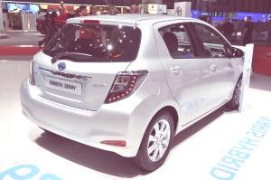 Toyota Yaris Hybrid-02