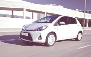 Toyota Yaris Hybrid-06