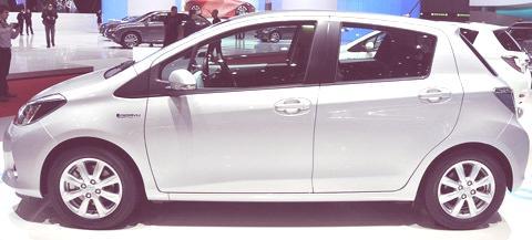 Toyota Yaris Hybrid-chico12