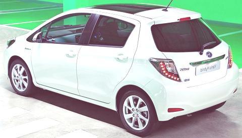 Toyota Yaris Hybrid-chico2