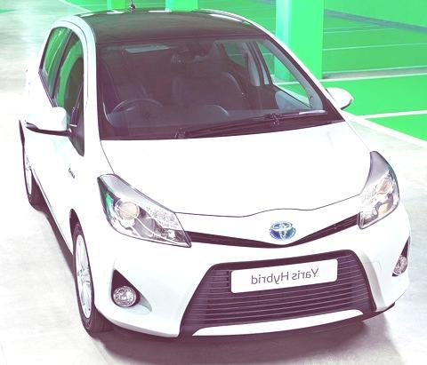 Toyota Yaris Hybrid-chico3