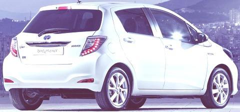 Toyota Yaris Hybrid-chico4