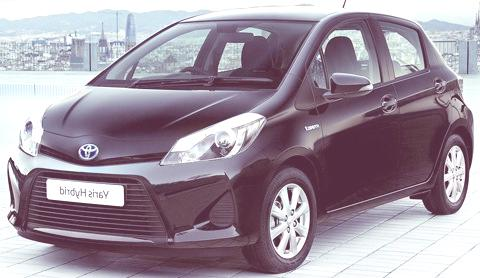 Toyota Yaris Hybrid-chico5