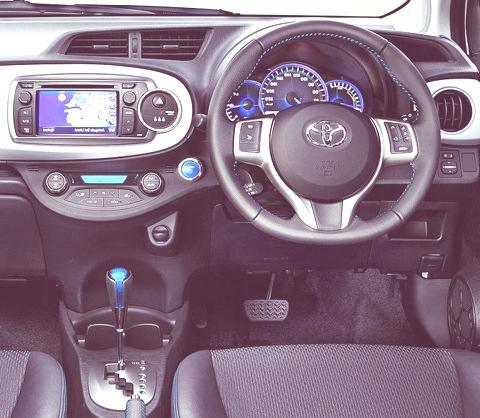 Toyota Yaris Hybrid-chico9