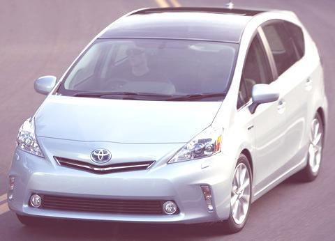 Toyota-Prius_V_2012_01
