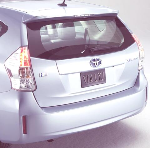 Toyota-Prius_V_2012_04