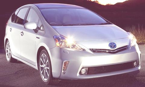 Toyota-Prius_V_2012_05