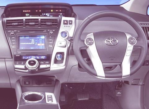 Toyota-Prius_V_2012_12