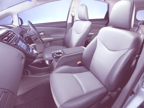 Toyota-Prius_V_2012_13
