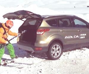 Nuevo Ford Kuga con portón manos libres