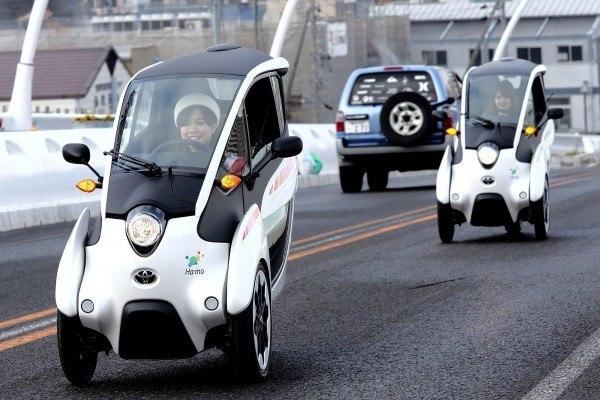 Toyota-i-road-en-carretera