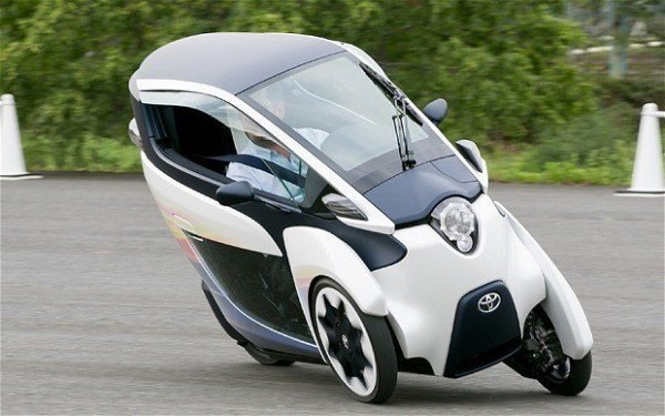 Toyota-iRoad-inclinada