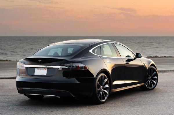 Tesla-model-s-trasera